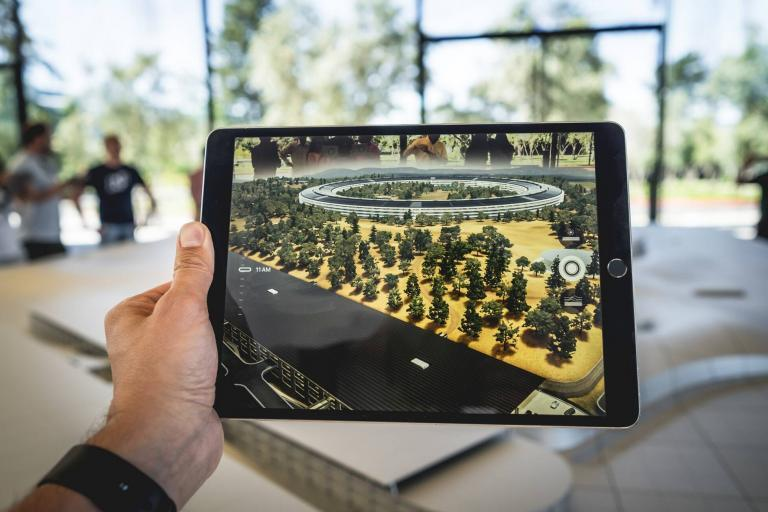 Augmented Reality Applications in GIS